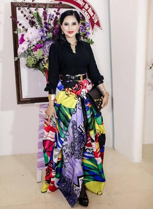 Mẹ chồng U50 của Tăng Thanh Hà cân hết dàn ngôi sao quốc tế khi đụng váy hiệu-2