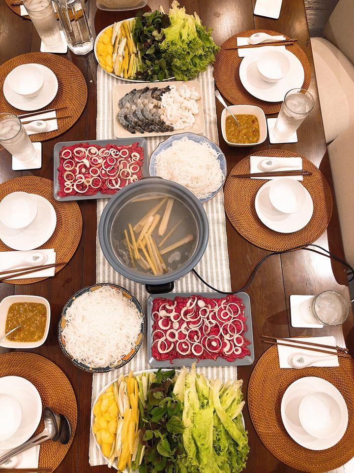 Tăng Thanh Hà khoe bàn tiệc thịnh soạn do mẹ đẻ nấu ngon và đẹp mắt như nhà hàng-3
