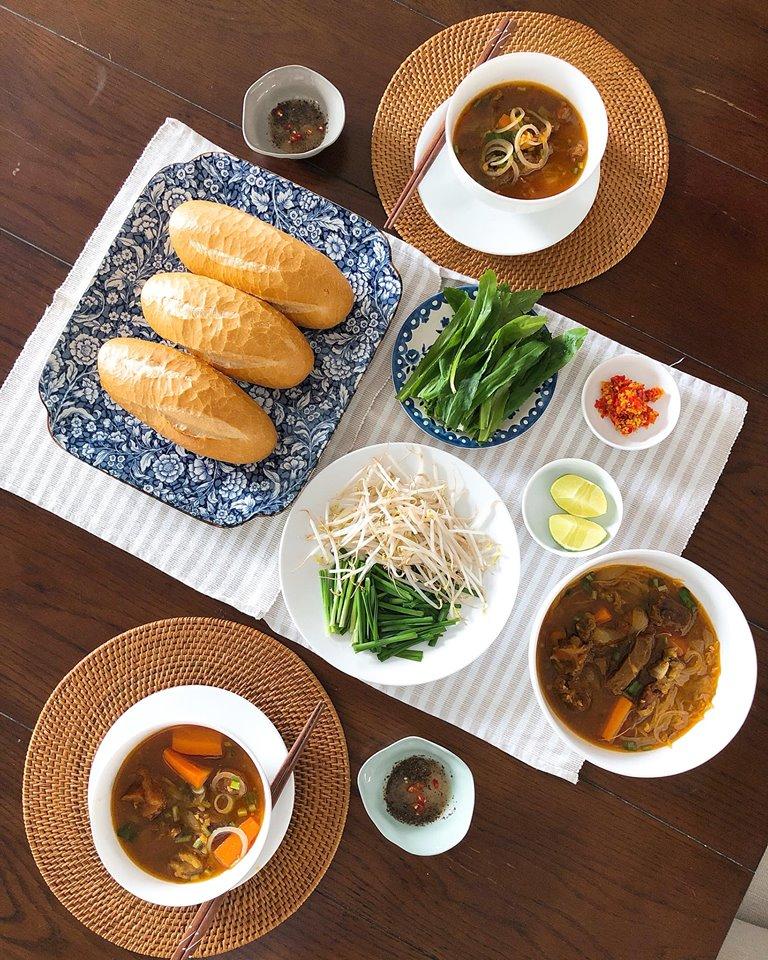 Tăng Thanh Hà khoe bàn tiệc thịnh soạn do mẹ đẻ nấu ngon và đẹp mắt như nhà hàng-4