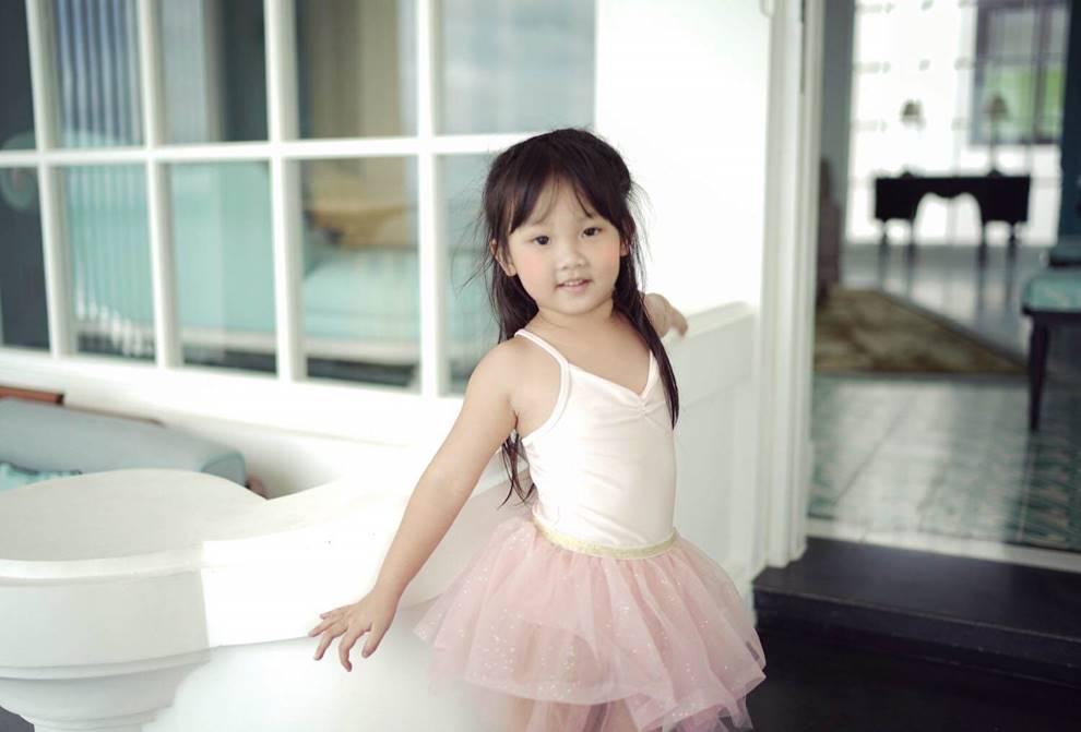 Huyền baby trẻ như gái 18 nhưng đã có con gái 5 tuổi được khen xinh như thiên thần-6