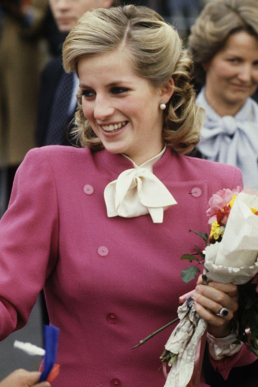 Mấy ai để ý rằng Công nương Diana cũng có 1 thời để tóc lỡ vai đầy dịu dàng và trang nhã đến vậy-4