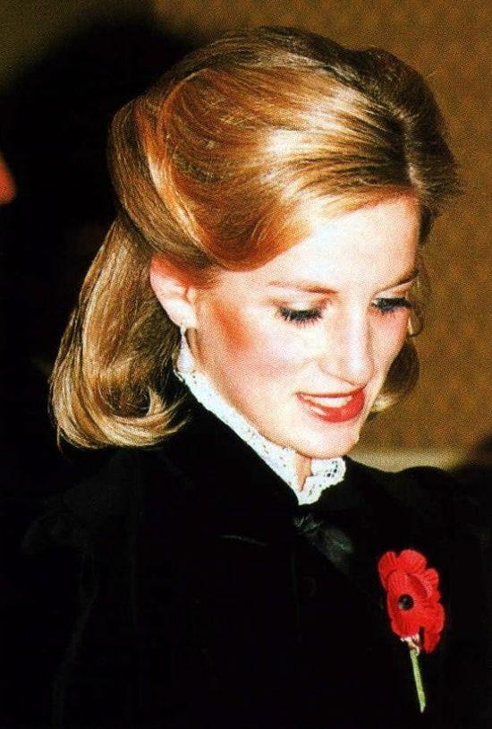 Mấy ai để ý rằng Công nương Diana cũng có 1 thời để tóc lỡ vai đầy dịu dàng và trang nhã đến vậy-8