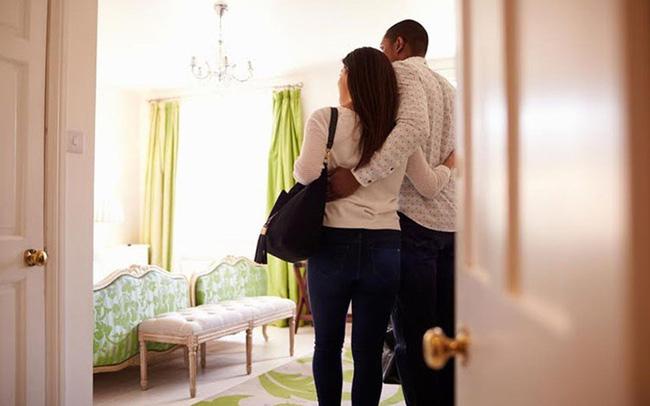 Vừa chia tay 3 ngày, cô lễ tân gặp ngay tình cũ dắt bồ vào khách sạn mình làm, còn phải tự tay xếp phòng-2