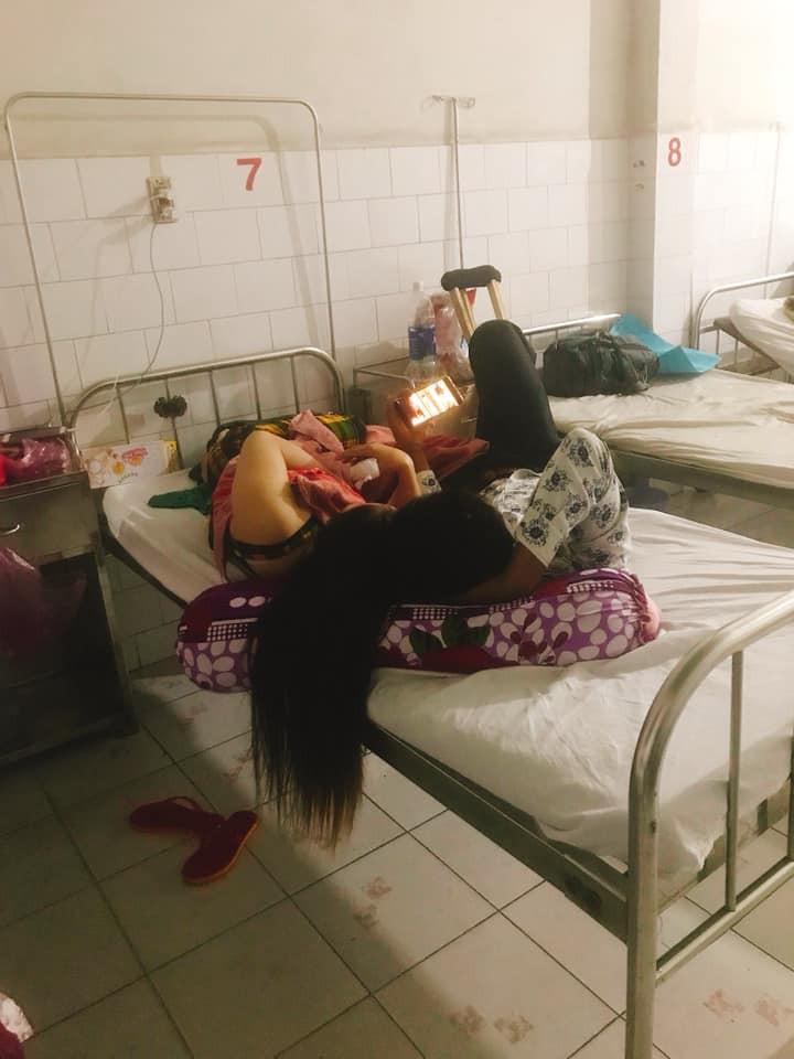 Nhức mắt với chị gái giường bên vừa ở bẩn vừa vô ý, lại còn tí toáy với bồ ngay trong bệnh viện-1