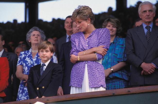 Hé lộ nguyên do thực sự khiến Công nương Diana thường cúi đầu, nhìn xuống dưới khi xuất hiện trước công chúng-3