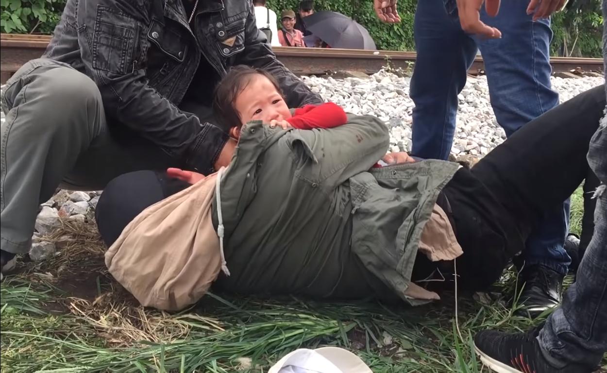 Xem hậu trường bi kịch của Quỳnh Búp Bê, thương Cảnh soái ca một mà sốt ruột cho đứa bé này mười lần-1