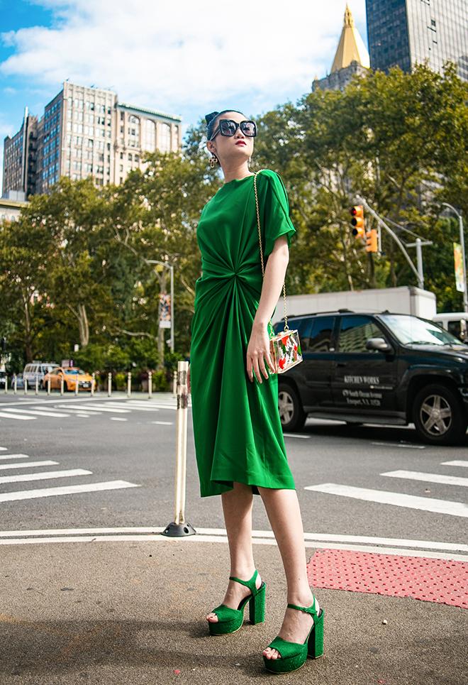 Street style sao Việt: Thanh Hằng - Minh Hằng chất chơi đẹp cả đôi, Hà Tăng tối giản vẫn thần thái-8