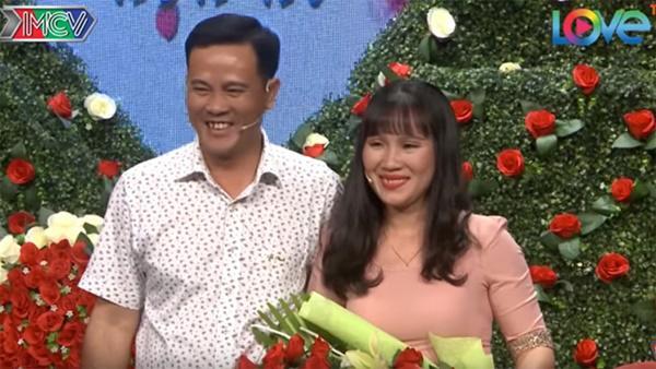 Vừa được mai mối gặp mặt lần đầu, cặp đôi Sài Gòn đã lao vào hôn nhau-4