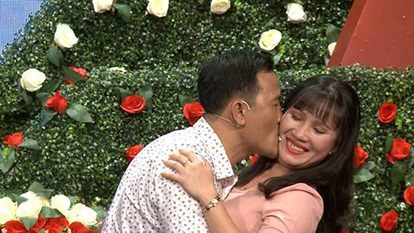 Vừa được mai mối gặp mặt lần đầu, cặp đôi Sài Gòn đã lao vào hôn nhau-5