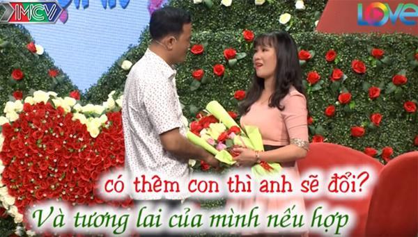 Vừa được mai mối gặp mặt lần đầu, cặp đôi Sài Gòn đã lao vào hôn nhau-6