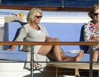 Bà Camilla gây choáng khi nhận lời tiệc tùng, bỏ qua đám cưới cháu gái Nữ hoàng Anh, bắt nguồn từ mối hận