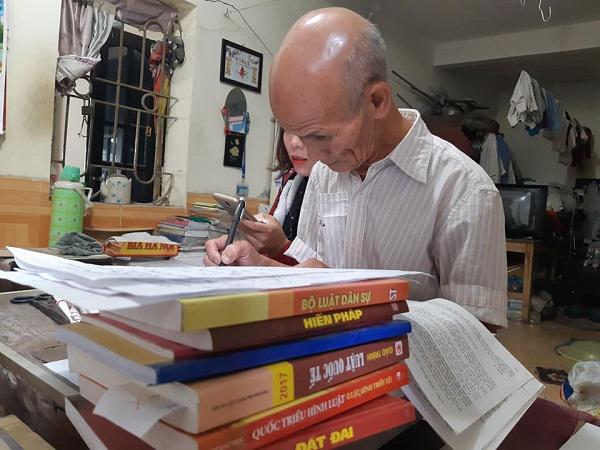 Găp gỡ cụ sinh viên 85 tuổi ở Hà Nội đang học năm thứ 2 ngành Luật-1