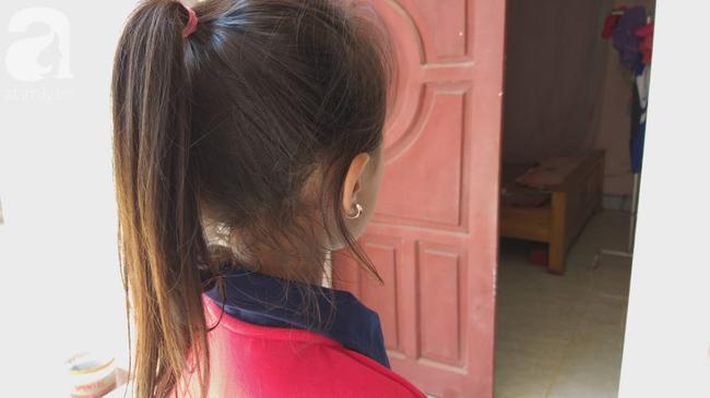 Bé gái 6 tuổi thơ ngây kể lại giây phút bị hàng xóm kéo vào buồng xâm hại-5