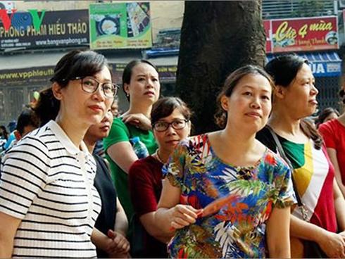 Hà Nội thay đổi phương án thi vào lớp 10, học sinh đi học gần kín tuần-1