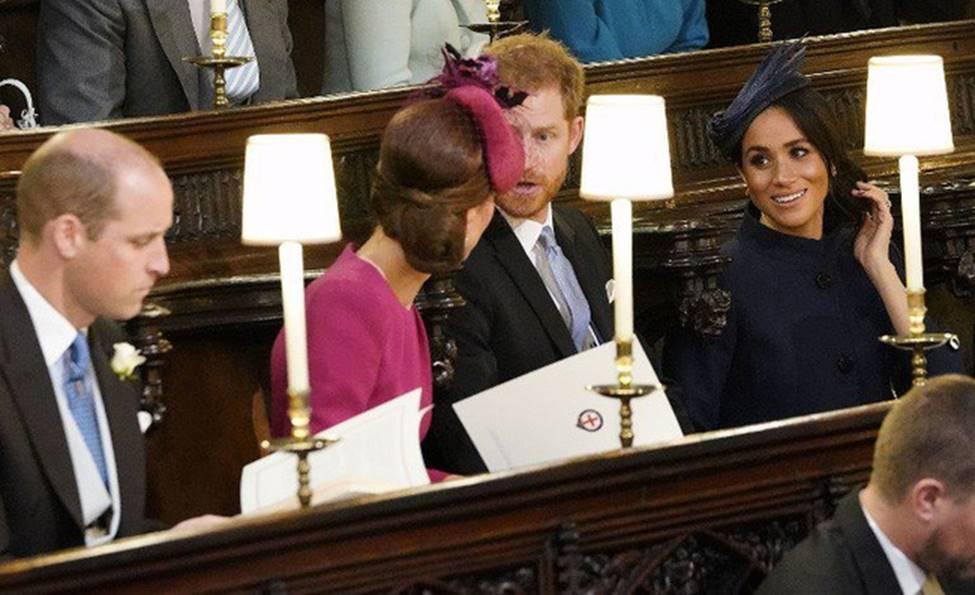 Hoàng tử William và Công nương Kate gây sốt cộng đồng mạng với khoảnh khắc tình tứ tinh tế tại đám cưới em họ-1