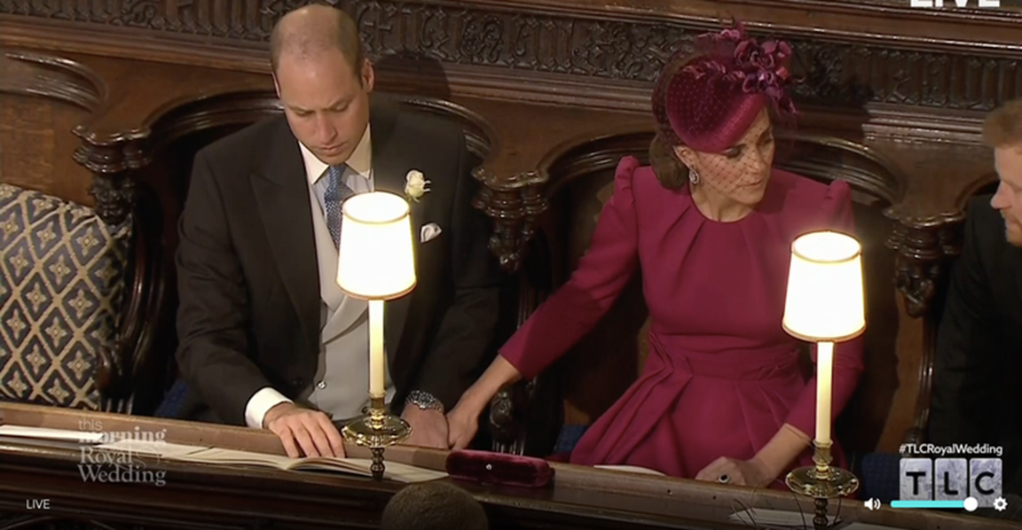 Hoàng tử William và Công nương Kate gây sốt cộng đồng mạng với khoảnh khắc tình tứ tinh tế tại đám cưới em họ-2