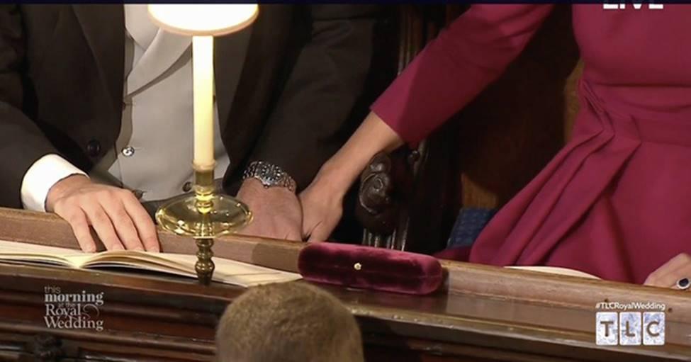 Hoàng tử William và Công nương Kate gây sốt cộng đồng mạng với khoảnh khắc tình tứ tinh tế tại đám cưới em họ-3