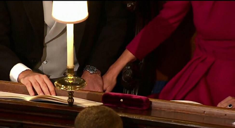 Hoàng tử William và Công nương Kate gây sốt cộng đồng mạng với khoảnh khắc tình tứ tinh tế tại đám cưới em họ-4