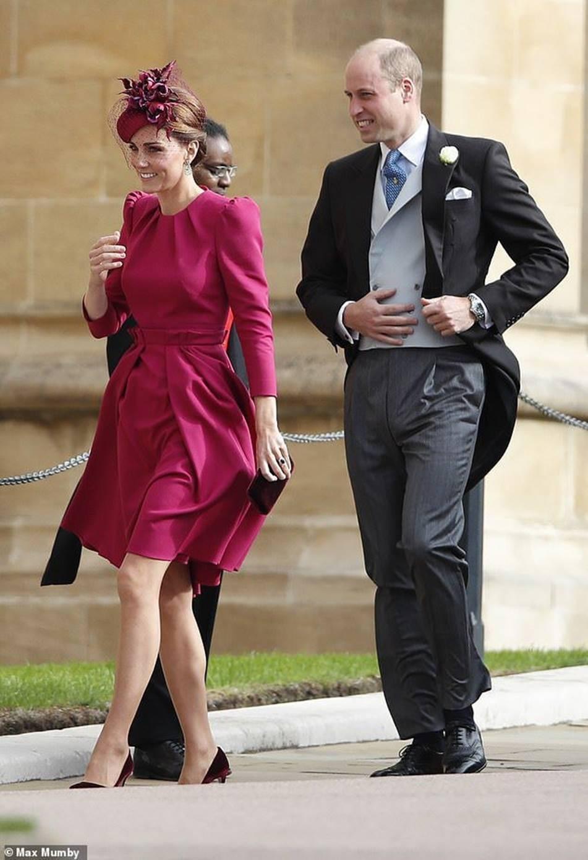 Hoàng tử William và Công nương Kate gây sốt cộng đồng mạng với khoảnh khắc tình tứ tinh tế tại đám cưới em họ-5