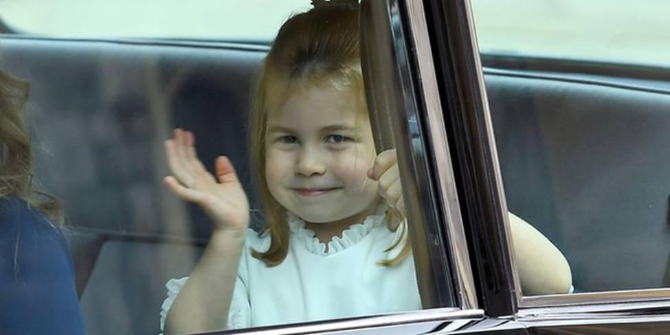 Đi đám cưới cô họ, Công chúa Charlotte tiếp tục gây thương nhớ bằng loạt biểu cảm đáng yêu xinh như thiên thần-1