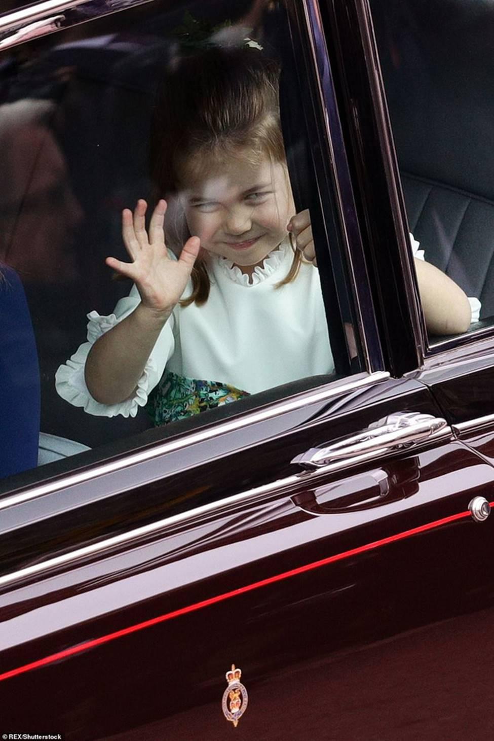 Đi đám cưới cô họ, Công chúa Charlotte tiếp tục gây thương nhớ bằng loạt biểu cảm đáng yêu xinh như thiên thần-2