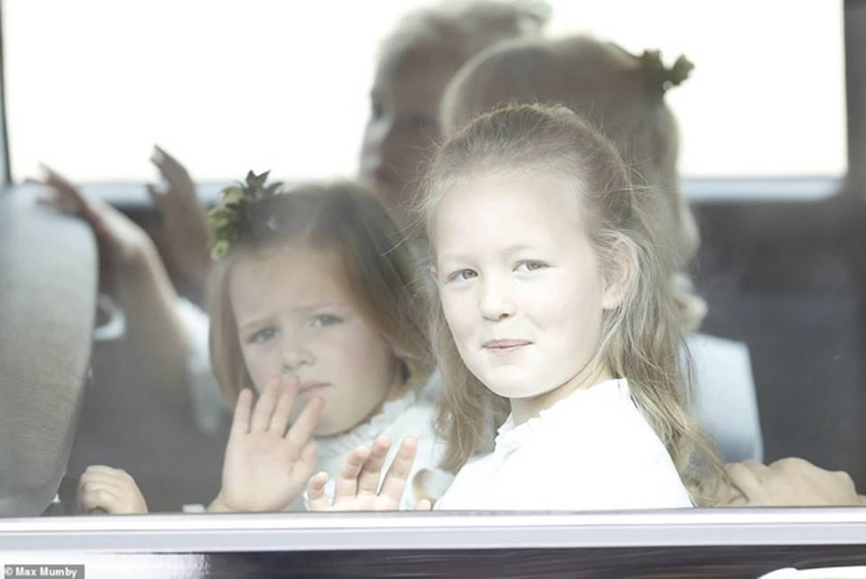 Đi đám cưới cô họ, Công chúa Charlotte tiếp tục gây thương nhớ bằng loạt biểu cảm đáng yêu xinh như thiên thần-3