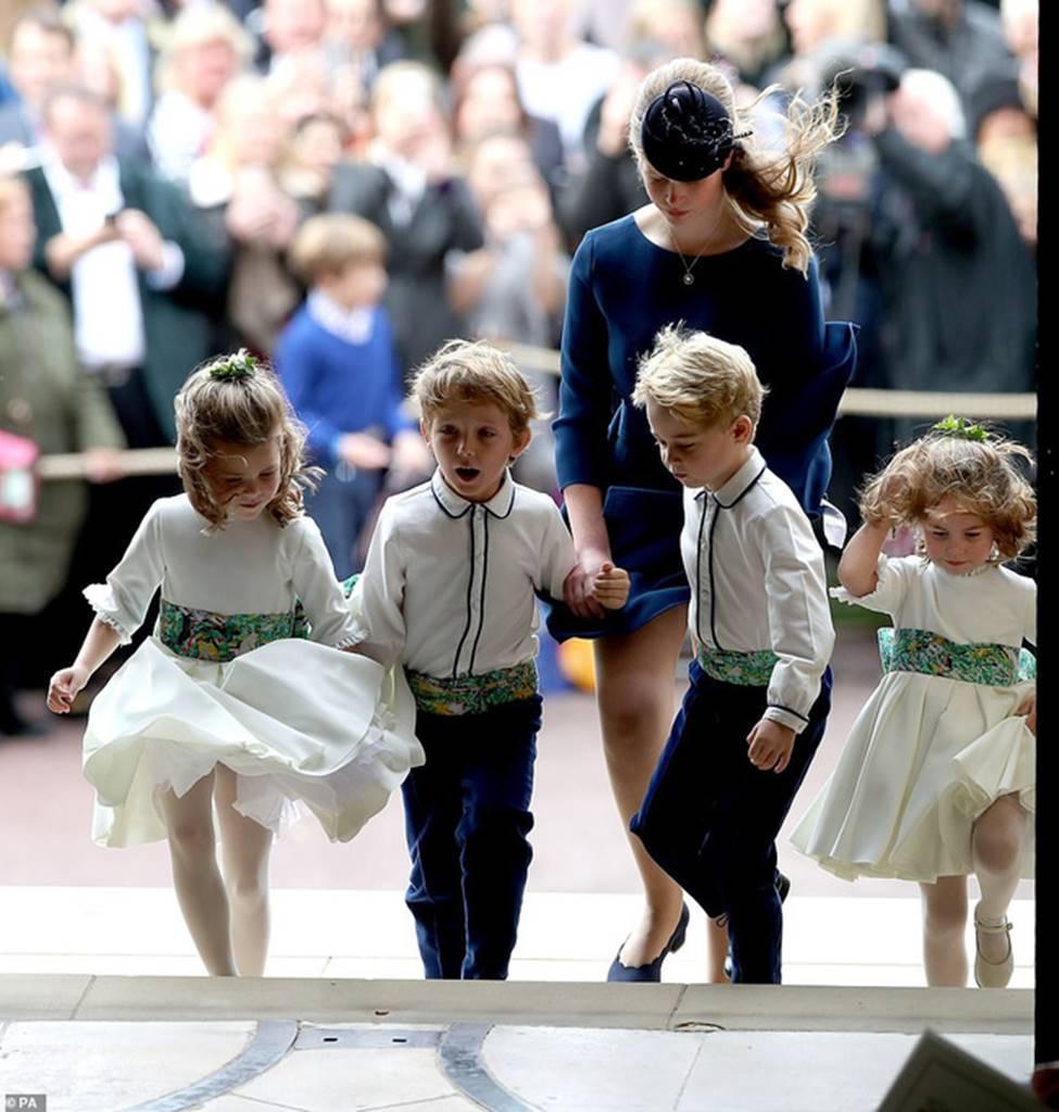 Đi đám cưới cô họ, Công chúa Charlotte tiếp tục gây thương nhớ bằng loạt biểu cảm đáng yêu xinh như thiên thần-4