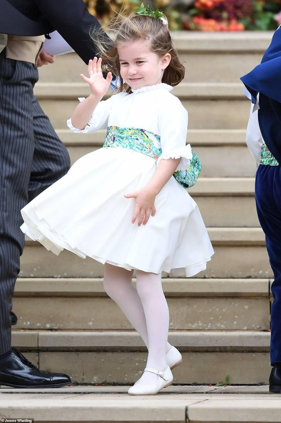 Đi đám cưới cô họ, Công chúa Charlotte tiếp tục gây thương nhớ bằng loạt biểu cảm đáng yêu xinh như thiên thần-5