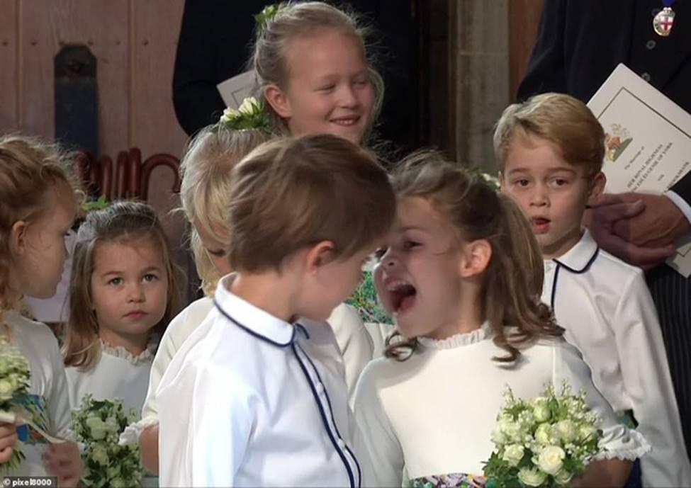 Đi đám cưới cô họ, Công chúa Charlotte tiếp tục gây thương nhớ bằng loạt biểu cảm đáng yêu xinh như thiên thần-10