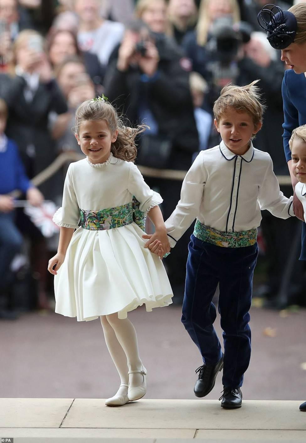 Đi đám cưới cô họ, Công chúa Charlotte tiếp tục gây thương nhớ bằng loạt biểu cảm đáng yêu xinh như thiên thần-11