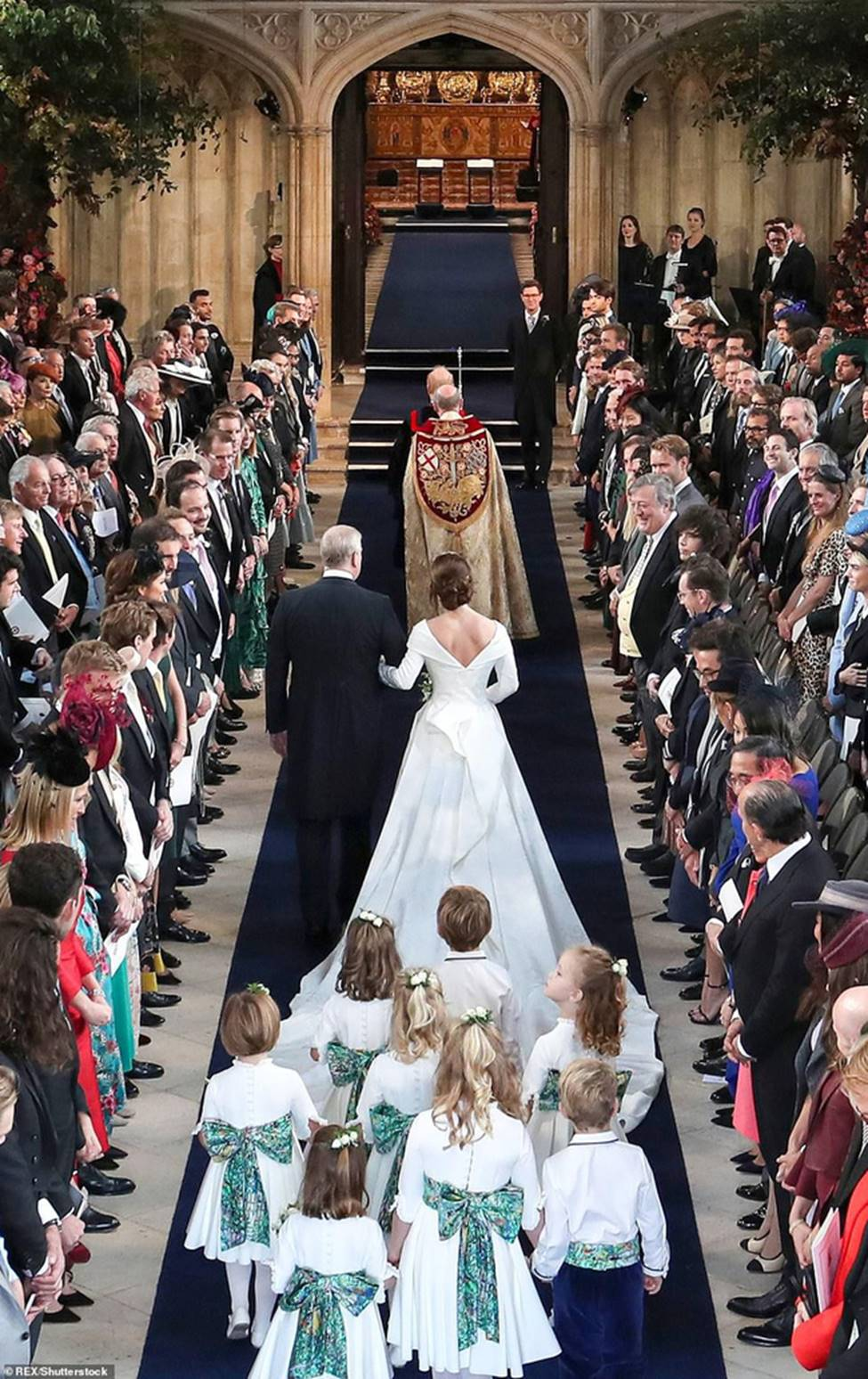 Đi đám cưới cô họ, Công chúa Charlotte tiếp tục gây thương nhớ bằng loạt biểu cảm đáng yêu xinh như thiên thần-13