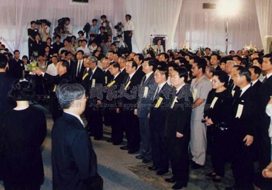 Đặng Lệ Quân: Ước mơ mặc áo cưới chưa một lần thành hiện thực và mối tình dở dang khiến Thành Long mãi trăn trở-16