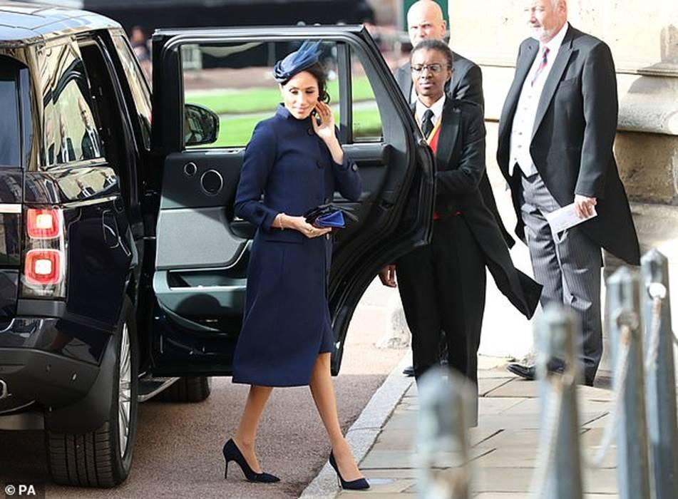 Công nương Kate Middleton và Meghan Markle mặc đồ đối lập trong đám cưới Công chúa Eugenie-6