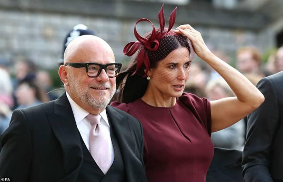 Công nương Kate Middleton và Meghan Markle mặc đồ đối lập trong đám cưới Công chúa Eugenie-14