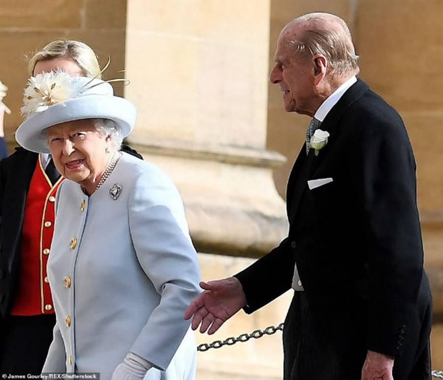 Công nương Kate Middleton và Meghan Markle mặc đồ đối lập trong đám cưới Công chúa Eugenie-9