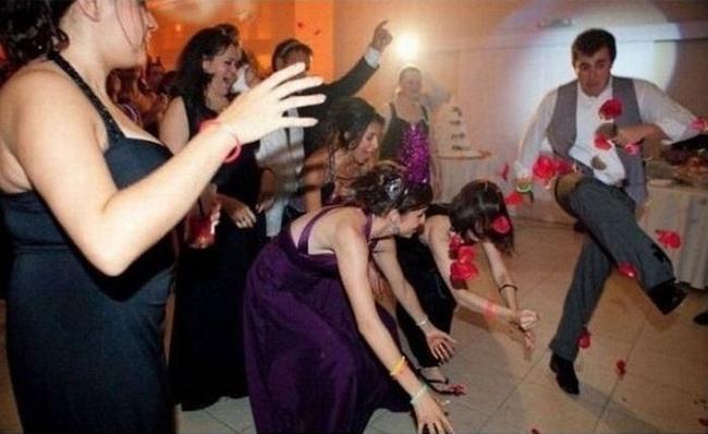 Chộp khoảnh khắc cười ra nước mắt trong các đám cưới-7