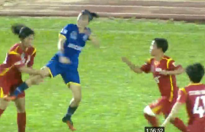 Sững sờ bóng đá Việt Nam: Nữ cầu thủ giở võ ẩu đả trên sóng trực tiếp-2