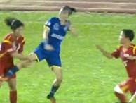 Sững sờ bóng đá Việt Nam: Nữ cầu thủ giở võ ẩu đả trên sóng trực tiếp