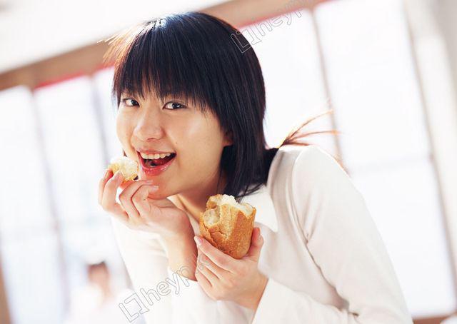 Nữ sinh 22 tuổi bị bệnh tiểu đường chỉ vì thường xuyên ăn… bánh mì-1