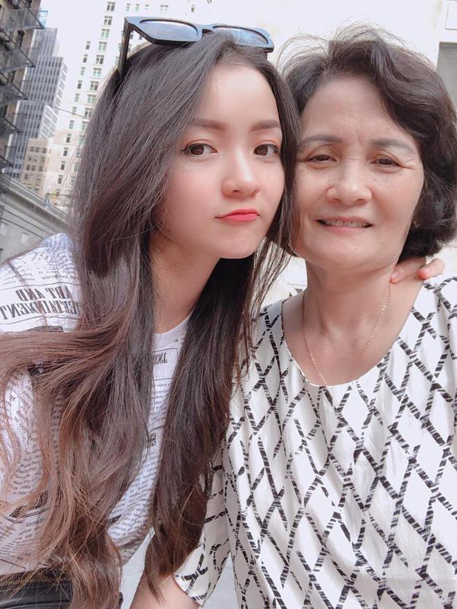 Thủy Top chia sẻ ảnh mẹ ruột giàu có, danh giá và câu nói khiến tim cô thắt lại-6