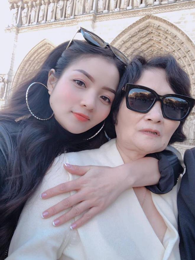 Thủy Top chia sẻ ảnh mẹ ruột giàu có, danh giá và câu nói khiến tim cô thắt lại-7