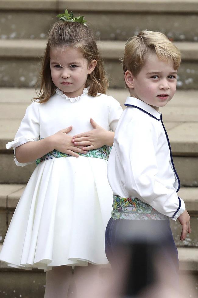 Gió lớn suýt thổi bay dàn phù dâu nhí nhưng hành động của Công chúa Charlotte đậm chất hoàng gia-4