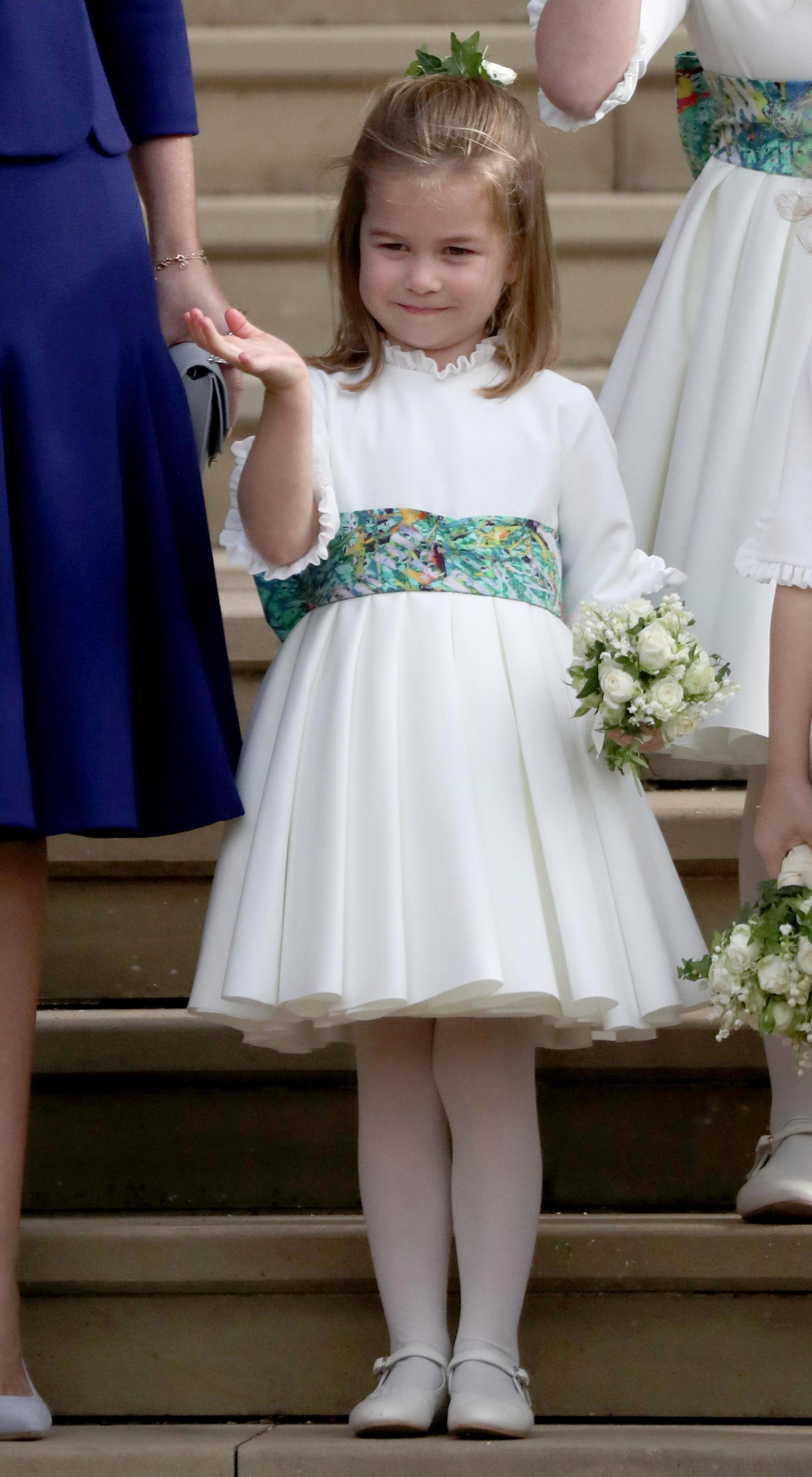 Gió lớn suýt thổi bay dàn phù dâu nhí nhưng hành động của Công chúa Charlotte đậm chất hoàng gia-6