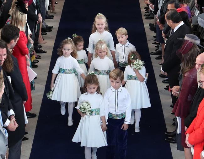 Gió lớn suýt thổi bay dàn phù dâu nhí nhưng hành động của Công chúa Charlotte đậm chất hoàng gia-9