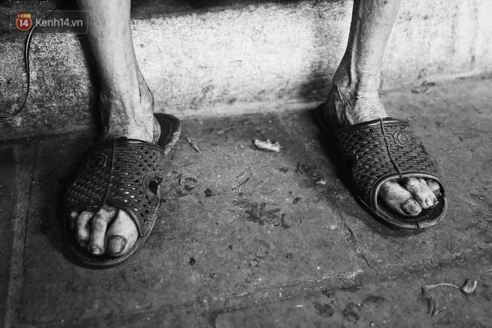 Ở Hà Nội, có một người mẹ mù gần 90 tuổi vẫn ngày đêm chăm đứa con gái điên: Còn sống được lúc nào, thì tôi còn nuôi nó-14