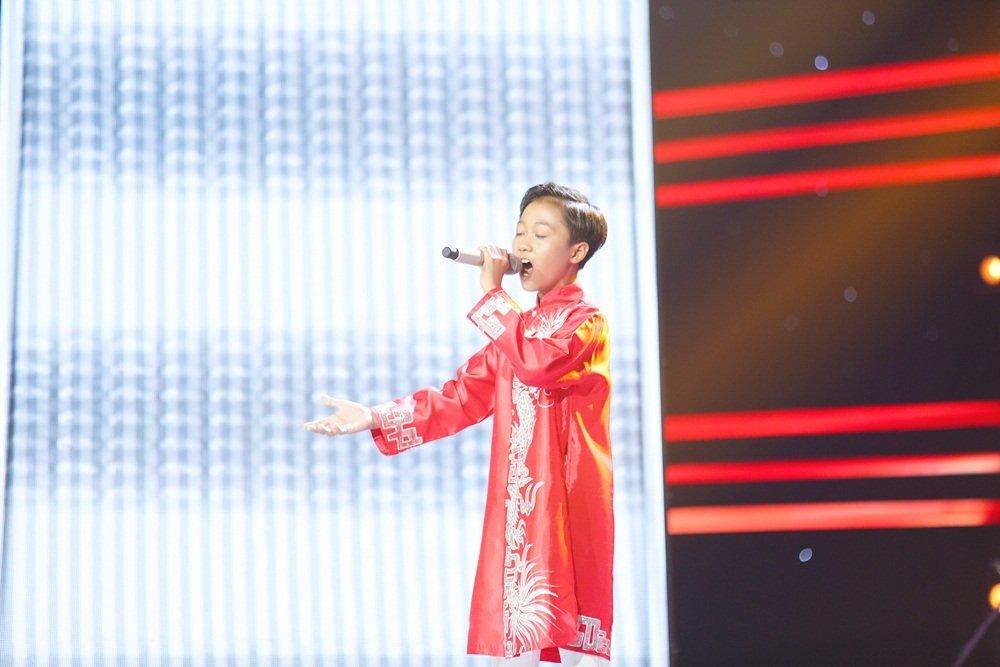 Cậu bé 12 tuổi hát Opera khiến HLV Giọng hát Việt nhí 'đứng hình'-7