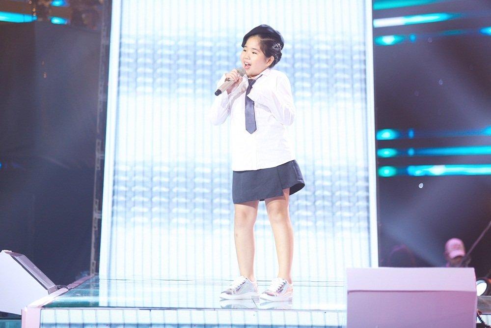 Cậu bé 12 tuổi hát Opera khiến HLV Giọng hát Việt nhí 'đứng hình'-6