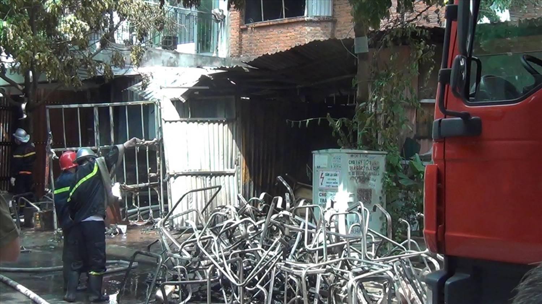 Vụ cháy xưởng sản xuất ghế sofa: Phát hiện một người tử vong-3