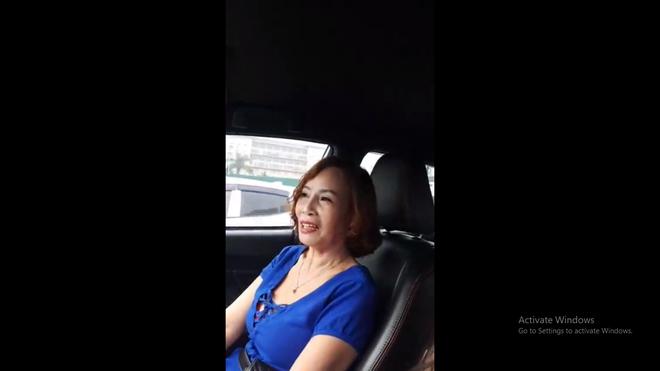 Cô dâu 62 tính sai tuổi lấy chồng trên livestream, kể chuyện làm lụng vất vả thuở còn trẻ-3