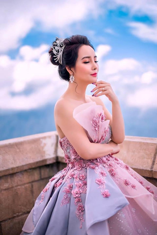 Mai Thu Huyền hóa công chúa lung linh giữa trời mây Đà Nẵng-8